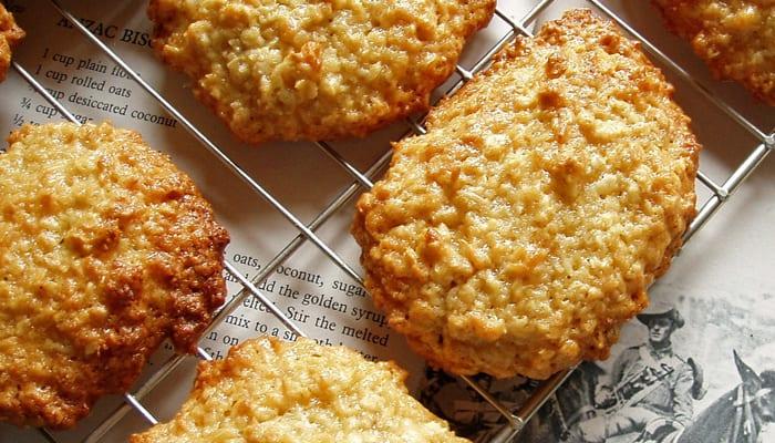 Anzac biscuits (Flickr: CC Amanda Slater)