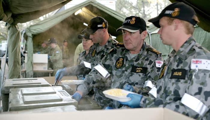 Australian Defence Force School of Catering providing gunfire breakfast, Anzac Day 2010 (Flickr: CC Royal Australian Navy)