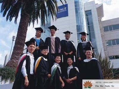 Nhiều du học sinh Úc chọn chuyển đổi khóa học để lạch luật Visa