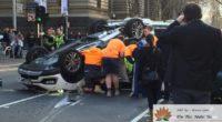 Melbourne: Tai nạn làm lật xe hơi, một người đàn ông thoát chết kỳ diệu