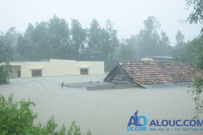 Miền Trung thiệt hại nặng nề sau mưa lũ