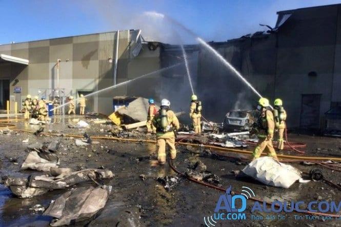 Máy bay rơi trúng trung tâm thương mại ở Melbourne, Úc