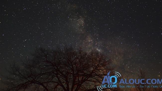 Tại sao đêm đến trời lại tối? Bí ẩn 200 năm nay mới có lời giải đáp - Ảnh 1.