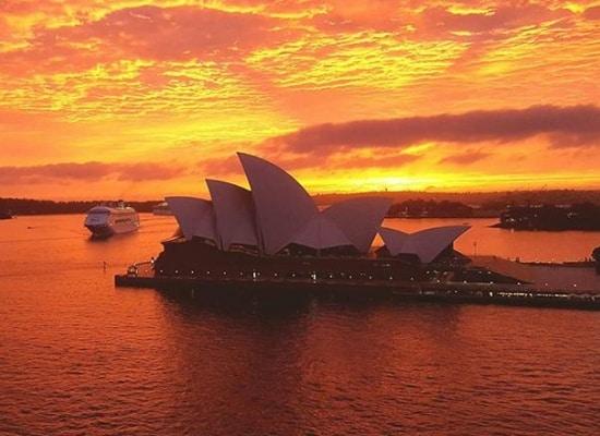 Sydney: Đắm mình trong khung cảnh bình minh đẹp rạng rỡ trước bão lớn