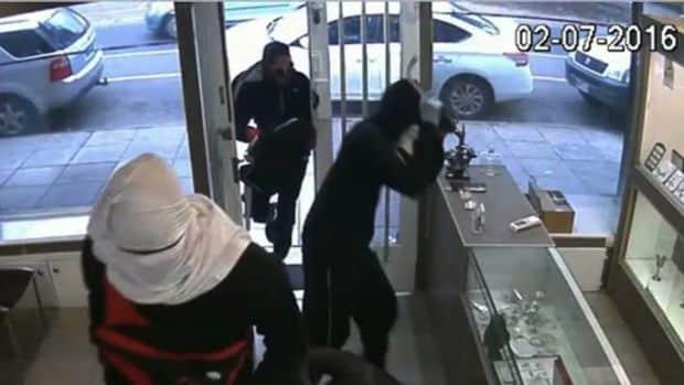 Kết quả hình ảnh cho Úc: Cảnh báo nạn tấn công cửa hàng nữ trang sức gia tăng ở Melbourne