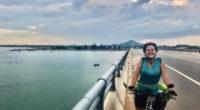 Cộng đồng du học sinh kêu gọi giúp đỡ cô gái nước ngoài bị trộm mất xe đạp tại Việt Nam