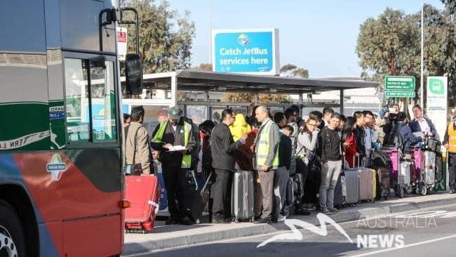 Adelaide: Tài xế taxi biểu tình phản đối ở sân bay khiến hành khách bị chậm trễ