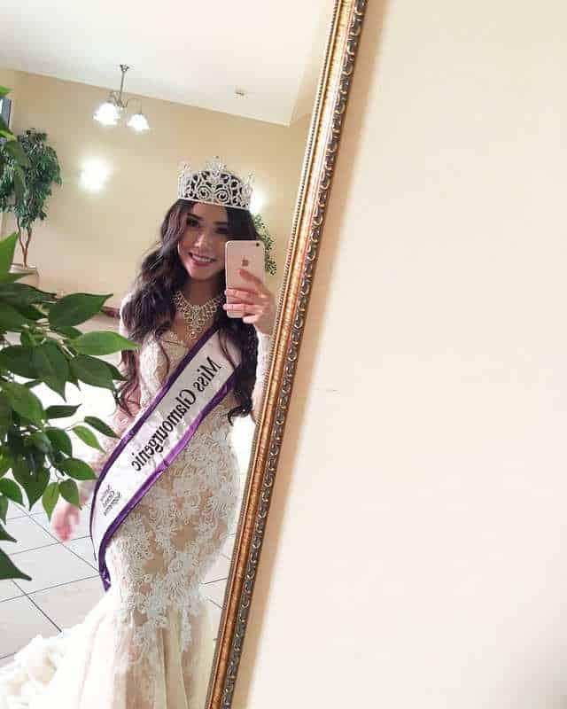 Cô đoạt giải Á hậu 2 Miss Glamourgenic (Hoa hậu Khả ái) tại Úc vào tháng 9/2017