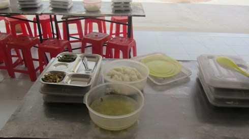 Kết quả hình ảnh cho bữa ăn của học sinh