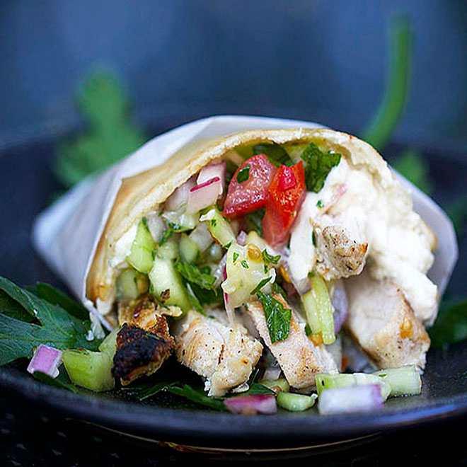 Bánh mì Việt Nam lọt top 10 món sandwich hấp dẫn nhất thế giới - 11