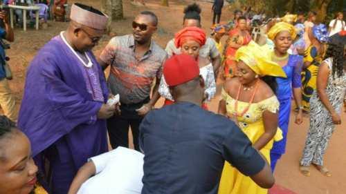 Chidimma và Sophy làm lễ kết hôn theo phong tục truyền thống. Ảnh: BBC.