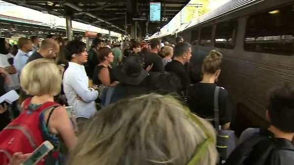 yH5BAEAAAAALAAAAAABAAEAAAIBRAA7 - Kêu gọi trả lại tiền cho khách vì hệ thống tàu có chất lượng tồi ở Sydney