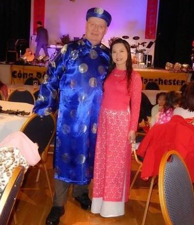 Chị Kim Anh và chồng đón năm mới cùng cộng đồng người Việt ở Manchester.