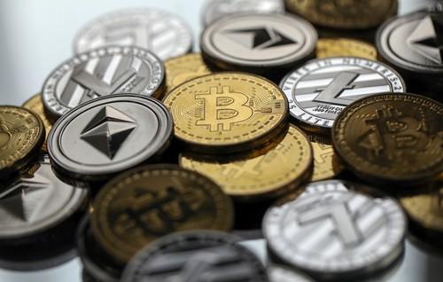 Giá các loại tiền ảo đềugiảm mạnh từ đầu năm nay. Ảnh:Bloomberg