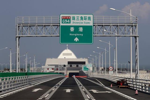 Trung Quốc mở cửa cầu trên biển dài nhất thế giới, nối Hongkong và Macau, dùng đến lượng thép đủ để xây 60 tháp Eiffel - Ảnh 11.
