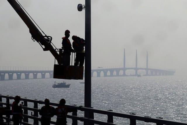 Trung Quốc mở cửa cầu trên biển dài nhất thế giới, nối Hongkong và Macau, dùng đến lượng thép đủ để xây 60 tháp Eiffel - Ảnh 13.