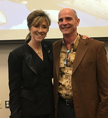 Bà Tammie Jo Shults with husband, Dean, at MidAmerica Nazarene University.