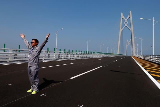 Trung Quốc mở cửa cầu trên biển dài nhất thế giới, nối Hongkong và Macau, dùng đến lượng thép đủ để xây 60 tháp Eiffel - Ảnh 5.