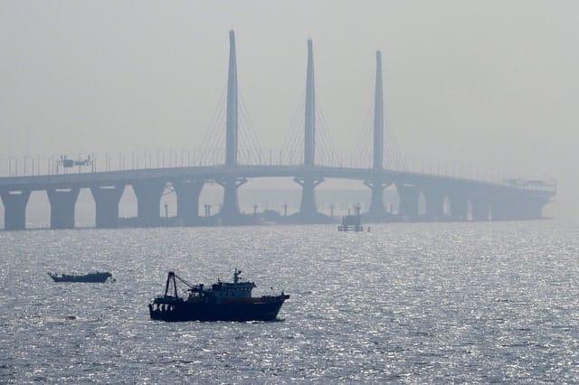 Trung Quốc mở cửa cầu trên biển dài nhất thế giới, nối Hongkong và Macau, dùng đến lượng thép đủ để xây 60 tháp Eiffel - Ảnh 6.