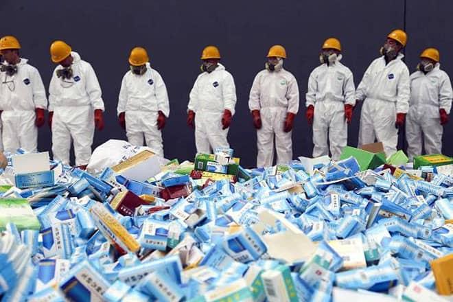 <b>Thuốc giả</b><br><br>Tháng 4/2014, đài RFI của Pháp đưa tin hải quan nước này đã tịch thu 10 tấn thuốc giả dành cho bệnh nhân bị rối loại cương dương và tiêu chảy có nguồn gốc từ Trung Quốc. Thành phần của các loại thuốc giả này thực chất chỉ là đường. Lô hàng có trị giá 1 triệu Euro. Chống thuốc giả hiện là một ưu tiên của Trung Quốc.<br>