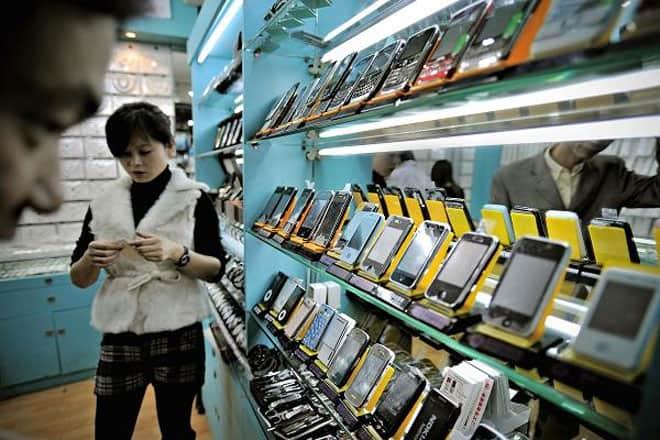 """<b>""""iPed""""</b><br><br>""""Ra lò"""" vào năm 2010, chiếc máy tính bàng iPed """"made in China"""" có nhiều điểm tương đồng với chiếc iPad của hãng Apple. iPed có giá khoảng 105 USD và thậm chí có mặt trên thị trường Trung Quốc trước khi iPad được phép vào thị trường này. Một chiếc iPad Air 2 của Apple hiện có giá khoảng 590 USD."""