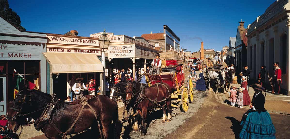 Ngồi trên xe ngựa rong ruổi thị trấn