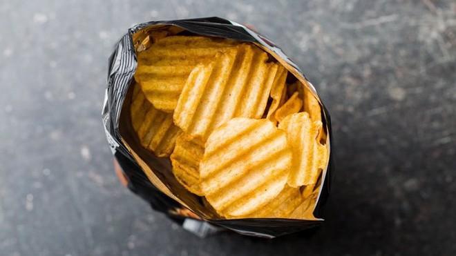 Hành khách không nên ăn những thứ này khi đi máy bay - Ảnh 5.