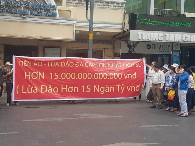 TP HCM: Người dân kêu cứu vì bị lừa đảo 15.000 tỷ đồng bằng tiền ảo? - Ảnh 1.