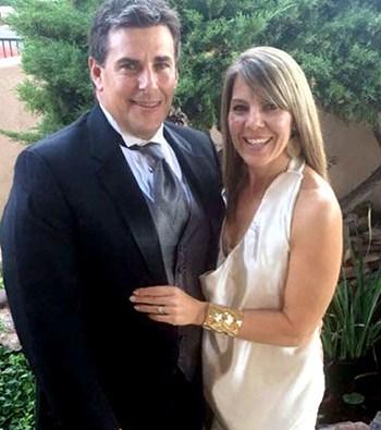 Bà Riordan và chồng, ông Michael,