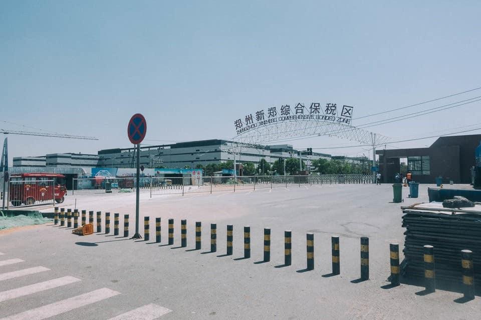 Bên trong thành phố iPhone sản xuất 500.000 chiếc/ ngày ở Trung Quốc - Ảnh 1.