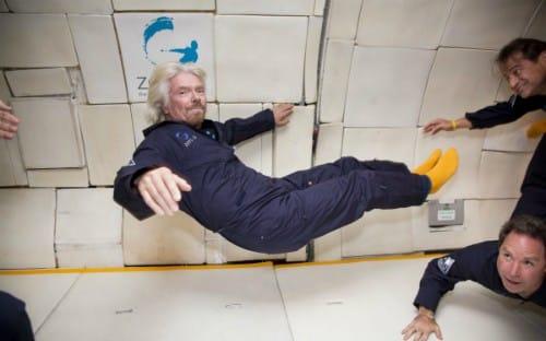 Branson thử nghiệm môi trường không trọng lực trên con tàuVomit Comet. Ảnh: BI.