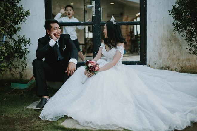 Làm thuê cho bếp ăn, 2h sáng dậy giao sữa: Cuộc sống chật vật nhưng hạnh phúc của đôi vợ chồng Việt kiều Úc - Ảnh 1.