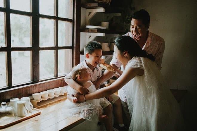 Làm thuê cho bếp ăn, 2h sáng dậy giao sữa: Cuộc sống chật vật nhưng hạnh phúc của đôi vợ chồng Việt kiều Úc - Ảnh 13.