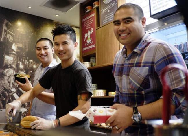 Ba đồng sáng lập của Rolld (từ trái sang): Nguyen Bao Hoang, Tin Ly và Ray Esquieres. Ảnh: FB Rolld.