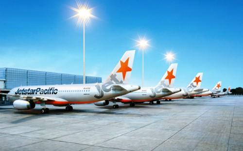 Phí dịch vụ tăng sẽ kéo giá máy bay tăng cao.