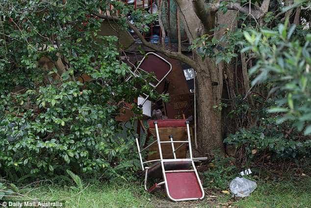 Úc: Dọn dẹp căn nhà bỏ hoang 10 năm, nhân viên vệ sinh phát hiện bí mật kinh hoàng trong tấm thảm - Ảnh 5.