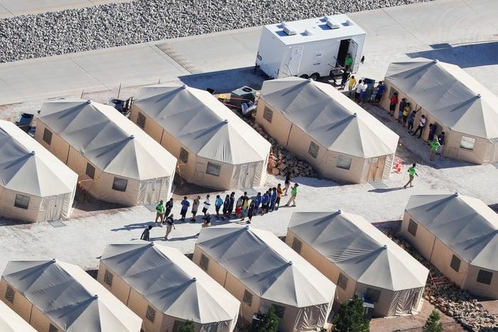 Tách trẻ nhập cư khỏi cha mẹ, phép thử đạo đức - lợi ích cho Mỹ! - Ảnh 4.