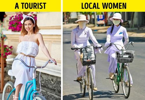 Khách nước ngoài thường thoải mái tận hưởng ánh mặt trời khi tới Việt Nam, nhưng người dân bản địa thì luôn che chắn kín mít. Ảnh: Buzzfeed.