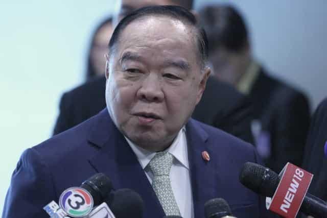 Phó thủ tướng Thái Lan hứng đá của dân Trung Quốc, phải xin lỗi - Ảnh 2.