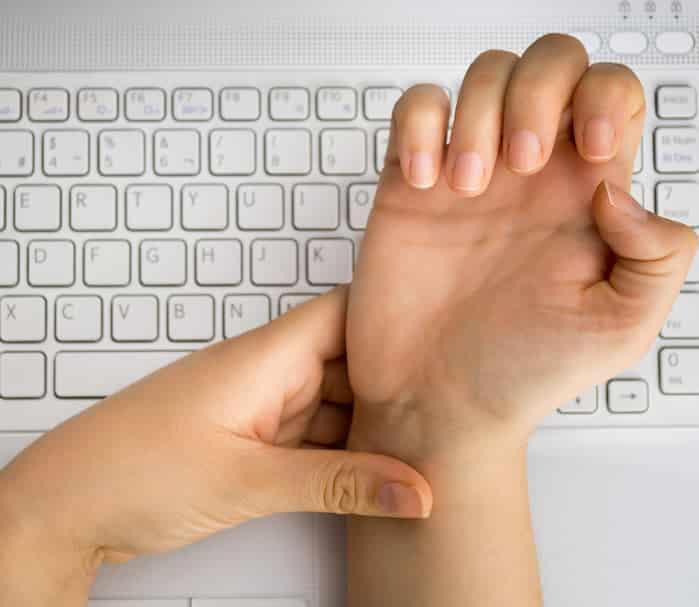 Bàn tay tê buốt - dấu hiệu cảnh báo hàng loạt vấn đề về sức khỏe