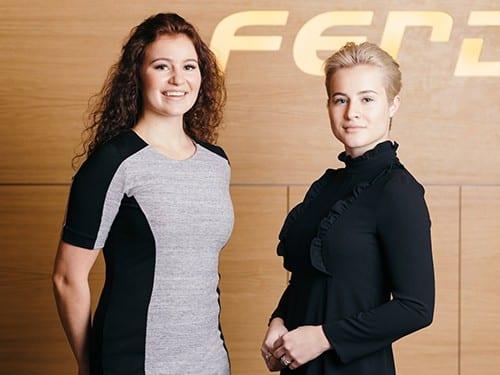 Alexandra (trái) và Katharina ít khi xuất hiện chung với nhau kể từ ngày có danh hiệu tỷ phú trẻ nhất thế giới vào năm 2017. Ảnh: Business Insider.