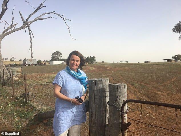 Nông dân Christine Weston, người có ba con học trung học, một thập kỷ trước đã bắt đầu một trang web phù hợp với các gia đình có trang trại chỉ với 1 đô la một tuần