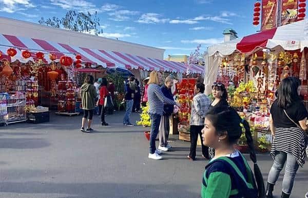 Khu chợ tết ở Quận Cam, California. Ảnh: Dạ Ly
