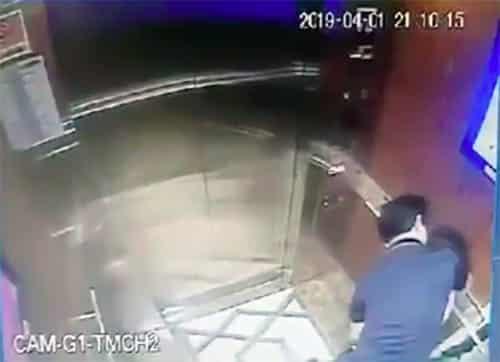 Bé gái bị ông Linh ôm ghì trong thang máy.
