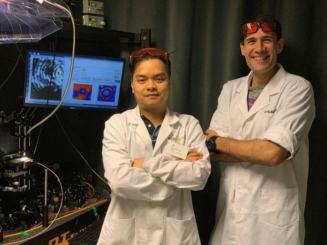 Sử dụng ánh sáng phát ra từ các hạt kim cương siêu nhỏ, Tiến sĩ người Việt đo được nhiệt độ ở kích thước nano - Ảnh 2.