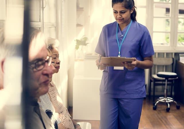 Chia sẻ gây bão của nữ điều dưỡng viên chăm người già tại Úc: Chẳng có gì gọi là việc nhẹ lương cao, đằng sau thu nhập 58.000 USD/năm là nỗi niềm không ai thấy! - Ảnh 3.