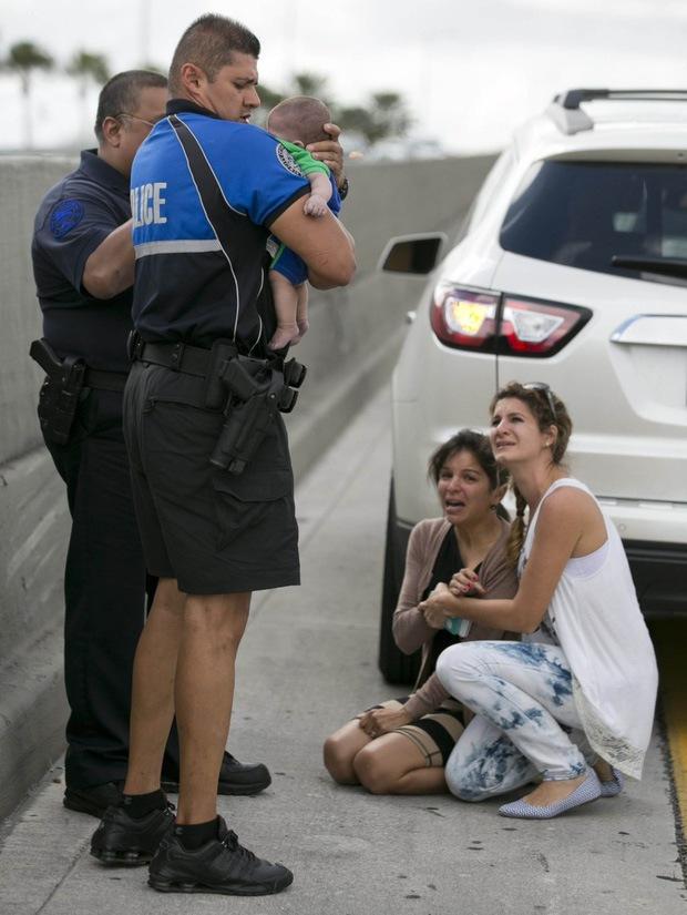 Câu chuyện xúc động phía sau bức ảnh người phụ nữ hô hấp nhân tạo cho đứa bé sơ sinh giữa đường quốc lộ - Ảnh 2.