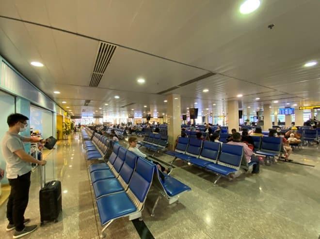 Viêm phổi Vũ Hán: Chưa bao giờ sân bay Tân Sơn Nhất vắng như thế - ảnh 5
