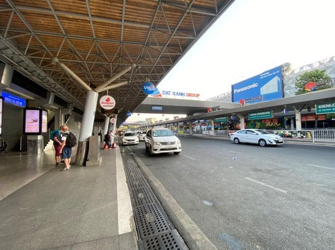 Viêm phổi Vũ Hán: Chưa bao giờ sân bay Tân Sơn Nhất vắng như thế - ảnh 1