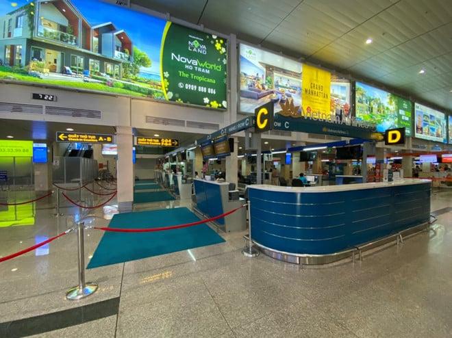 Viêm phổi Vũ Hán: Chưa bao giờ sân bay Tân Sơn Nhất vắng như thế - ảnh 2